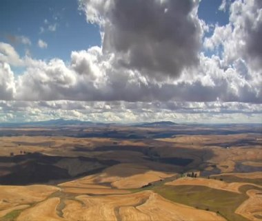 Clouds over wheatfields time lapse — Stock Video