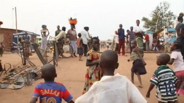 Walking through African marketplace with children — Stock Video