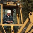 Construction worker operates backhoe — Stock Video #29774273