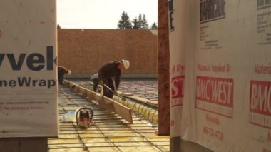 Construction crew prepares concrete forms — Stockvideo