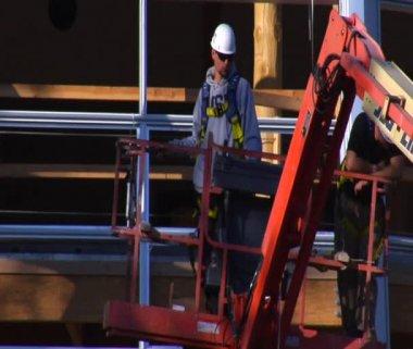 Man in Cherry Picker Crane descends — Stock Video