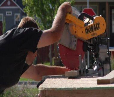 Man operates chop saw — Stock Video