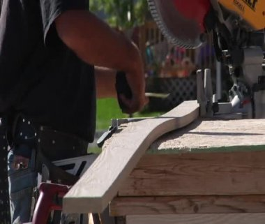 Measuring lumber for cutting — Stock Video