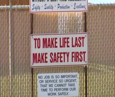 Safety first sign — ストックビデオ