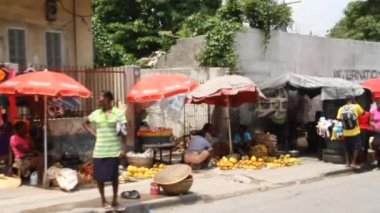 Market vendors on Street Port-au-Prince Haiti — Stok video