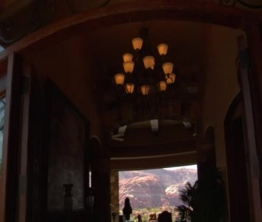 Steadicam into large desert home with incredible view — Stock Video