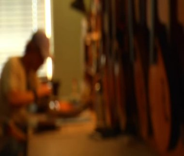 Worker sanding mandolin comes into focus — Stock Video
