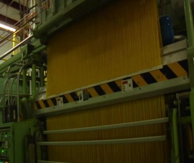 Enormous spaghetti making machine — Stock Video