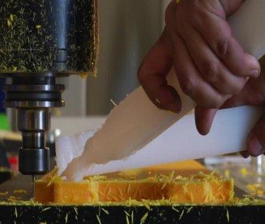 Industrial milling machine cuts plastic — Stock Video
