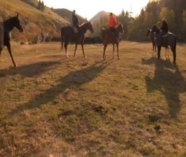 Cowboys gather in Dawn Meadow — Stockvideo