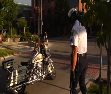 Policeman straddles motorcycle — Stock Video
