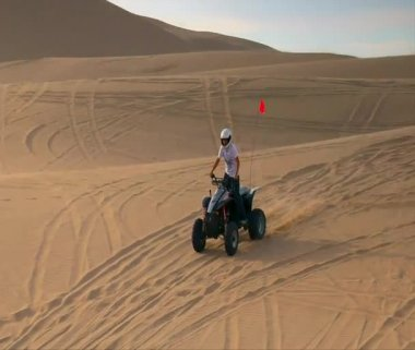 ATV rider jumps in sand dune — Stock Video