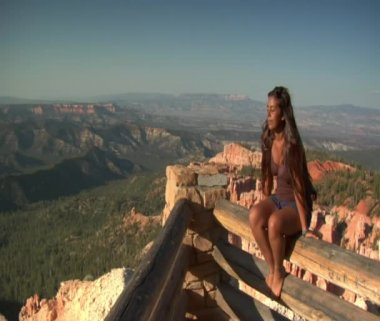Woman at rim Overlook Bryce Canyon — Stock Video