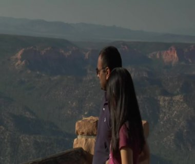 Close up Couple at rim Overlook Bryce Canyon national Park — Stock Video