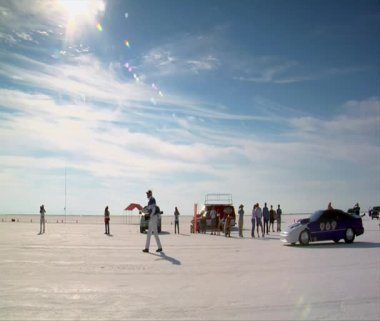 Car takes off on Bonneville salt Flats — Stock Video