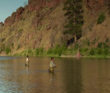 Father and son flyfishing — Stock Video