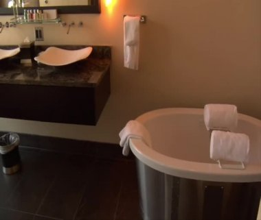 Luxury hotel bathroom — Stock Video