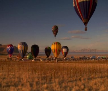 Multiple hot-air balloons liftoff — Stock Video