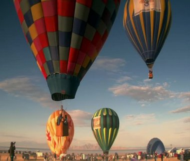 Multiple hot air balloons ascend into the sky — Stock Video