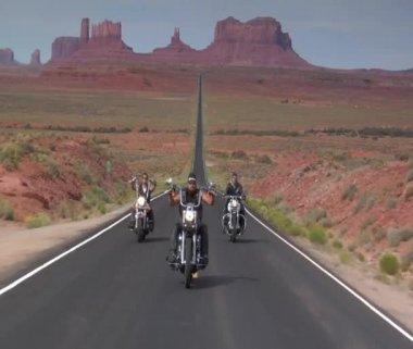 Three Harley motorcycles drive desert highway — Stock Video