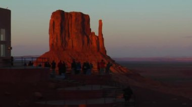Tourists at Overlook Monument Valley — Stock Video
