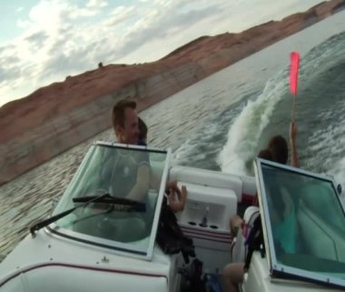 People drive ski boat and turns sharply — Stock Video