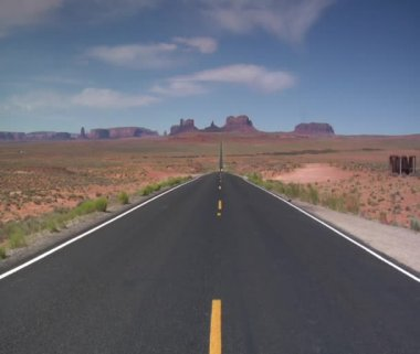 Long desert highway, motorcycles zoom towards — Stok video