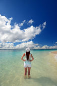 Young woman on the beach enjoy sunlight — Stock Photo