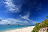 The cobalt blue sea and blue sky of Okinawa. — Stock Photo