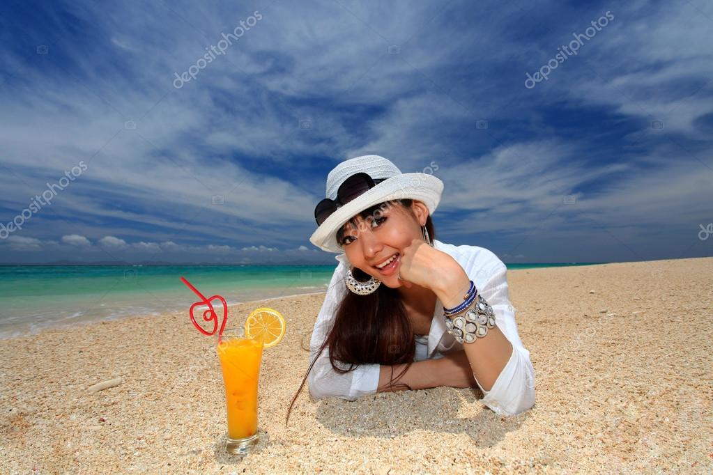 The woman who relaxes on the beach. — Stock Photo #21917293