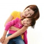 mãe e filha a sorrir — Foto Stock