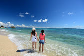 Mother and child playing at the beach — Stock Photo