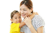 Smiling child with mother — Stock Photo