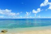 De blauwe zee en de hemel in okinawa — Stockfoto