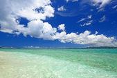 Sea of emerald green of the Okinawa. — Stock Photo