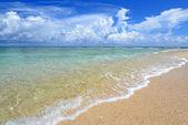 Sommerhimmel und schönen strand von okinawa — Stockfoto
