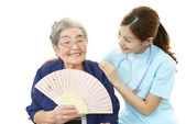 Smiling Asian medical doctor and senior woman — Foto Stock