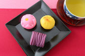 Japanese sweets and tea — Stock Photo