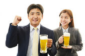 Man and woman drinking beer — Stock Photo