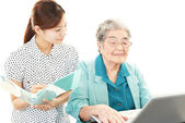 Old woman enjoys computer — Stock Photo