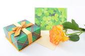 Cadeaux et fleurs — Photo