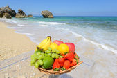 Fresh fruits and the beach — Foto de Stock
