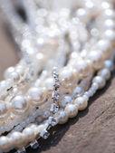 Náhrdelník s velkým růžových perel a pheonites, některé perly v fo — Stock fotografie