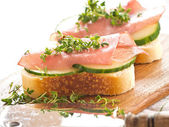 Ham sandwich with cucumber and fresh cress — 图库照片