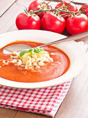 バジルとトマトのスープ — ストック写真