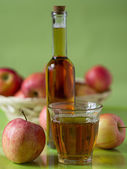 Apple juice and apples — Stock Photo