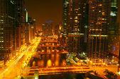 Luces de la noche en el río de chicago — Foto de Stock