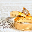 Bible & wedding rings — Stock Photo
