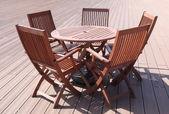 Zestaw stołów i krzeseł — Zdjęcie stockowe