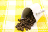 Heart shaped cup and coffee beans — Stockfoto